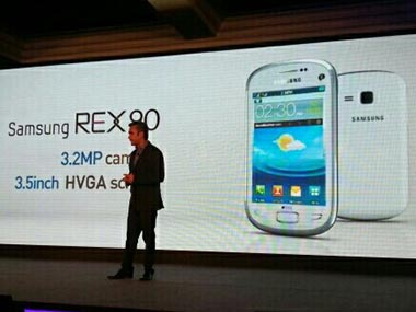 Samsung Rex feature phone at the launch. Image from Samsung Mobile India's Twitter feed.