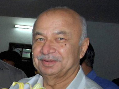 Sushil Kumar Shinde Congress being greeted