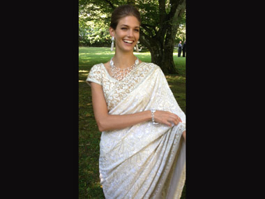 Kendra Spears wearing a sari designed by Manav Gangwani. Courtesy: Kendra Spears Twitter account