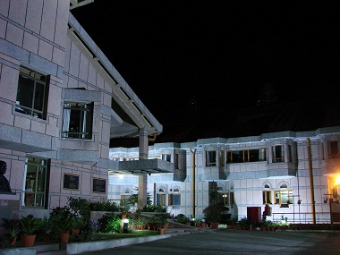Lal_Bahadur_Shastri_National_Academy_of_Administration,_Mussoorie,_at_night