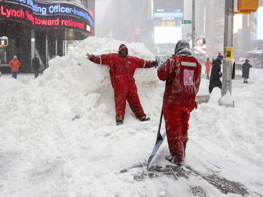 New York snowed under/ Reuters
