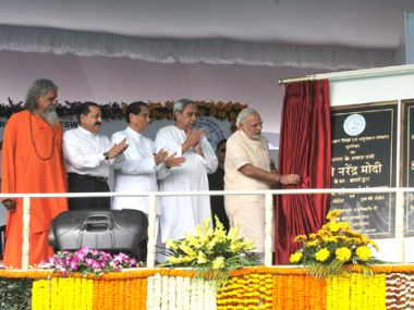 PM Narendra Modi inaugurates the IOC's Paradip refinery. Image courtesy: PIB