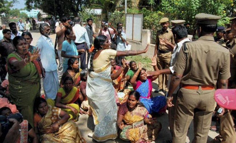 Women protest against the Kudankulam power plant. Image from PTI
