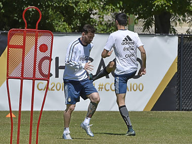 Leo Messi starts training again. AFP