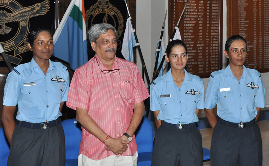 Union Minister Manohar Parrikar with the three newly commissioned women fighter pilots, Flying Officer Avani Chaturvedi, Flying Officer Bhavana KanthandFlying Officer Mohana Singh at the Air Force Academy in Hyderabad. This is the first time in the history of Indian military that women pilots have been commissioned.