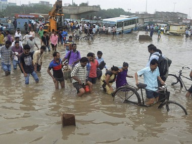 Gurgaon chock-a-block situation eases; continuous downpour slows traffic