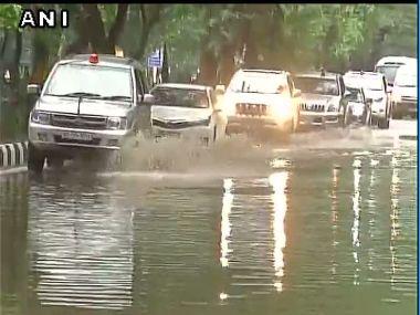 US Secretary of State John Kerry's motorcade gingerly proceeds through water logged Delhi. Image courtesy: @ANI_news