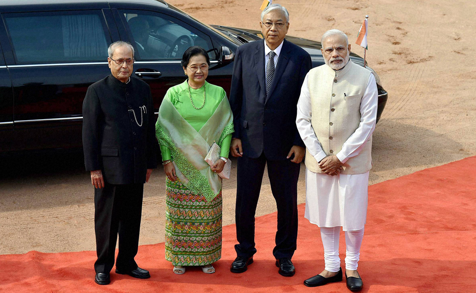 President Pranab Mukherjee (Left) and Prime Minister Narendra Modi (Right) with Myanmar President U Htin Kyaw and his wife Daw Su Su Lwin during a ceremonial welcome at Rashtrapati Bhavan in New Delhi on Monday. PTI