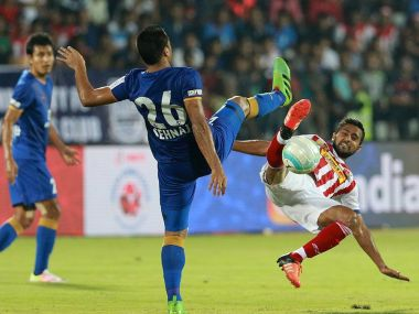 Ten men Mumbai City FC went to the top of the ISL table with a 1-1 draw with Atletico de Kolkata. ISL