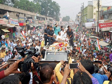 Meerut : Congress Vice President Rahul Gandhi addresses supporters during his Kisan Yatra in Meerut on Thursday. PTI Photo (PTI10_6_2016_000111B)