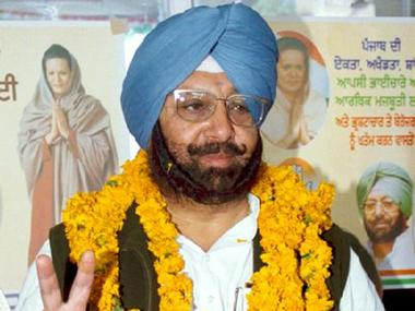 Congress Party State President, Captain Amarinder Singh, flashes the victory sign after his party claimed victory in the state assembly elections in the northern city of Chandigarh February 24, 2002. India's opposition Congress party captured northern Punjab state in a regional election on Sunday, dealing a setback to the ruling Hindu nationalist Bharatiya Janata Party (BJP). REUTERS/Str JSG/CP