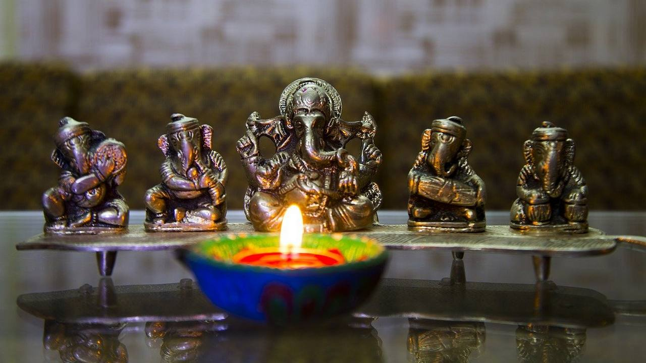 Dhanteras will be celebrated on 13 November this year.